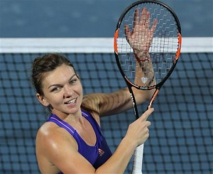 simona halep smiles to the delighted crowd in Dubai Duty Free Tennis Championships